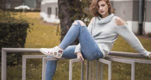 Jaké dámské džíny vybrat pro postavu hruška
