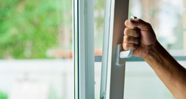 ALUPROF je odborník na okenní a dveřní systémy, venkovní žaluzie i rolovací vrata